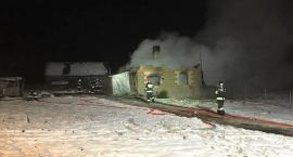 Pożar domu jednorodzinnego. Dwie osoby podejrzane o podpalenie [zdjęcia]