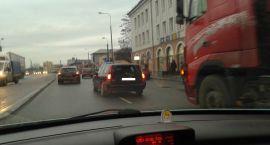Uwaga kierowcy! Zderzenie trzech samochodów na Pułtuskiej. Mogą tworzyć się korki (aktualizacja)