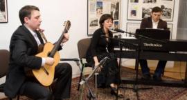 Koncert Carmen Azuar, przy akompaniamencie Tomasza i Michała Kaszubowskich
