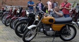 Zabytkowe motocykle i kolekcjonerzy na ciechanowskim zamku (zdjęcia)