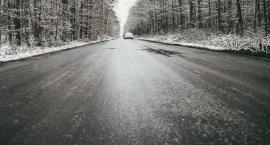 Na drogach i chodnikach w pow. ciechanowskim może zrobić się ślisko