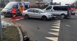 Zderzenie dwóch samochodów i motoroweru u sąsiadów [zdjęcia]