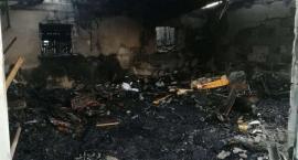 Pożar garażu i wiaty w gminie Ojrzeń [zdjęcia]