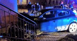 Nastolatek uderzył autem w dom. Groźne zdarzenie u sąsiadów [zdjęcia]