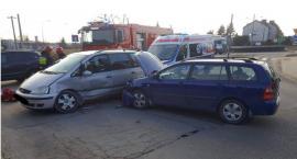 Zderzenie osobówek w Ciechanowie. Dwie osoby poszkodowane