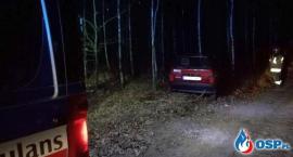 Fiat uderzył w drzewo. Za kierownicą 21-latek z Ciechanowa