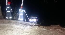 O krok od tragedii na Krubinie. Pijana 43-latka wjechała autem do zbiornika wodnego
