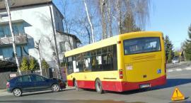 Zderzenie osobówki z autobusem w Ciechanowie [zdjęcia]