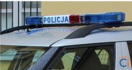 Kierowca Forda ściął latarnie na pętli miejskiej. Nie był w stanie dmuchnąć w alkomat