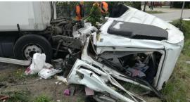 [ZDJĘCIA] Mieszkaniec pow. ciechanowskiego ranny po zderzeniu ciężarówek