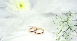 Srebro czy złoto. Co lepiej na zaręczyny?