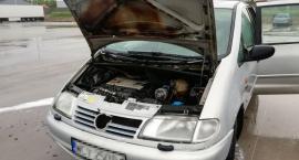 Poranny pożar samochodu pod Ciechanowem [zdjęcia]