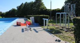 Na basenie odkrytym w Ciechanowie powstaje zjeżdżalnia [zdjęcia]