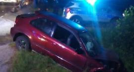Uderzył w barierki na wiadukcie i porzucił auto. Szuka go ciechanowska policja [zdjęcia]