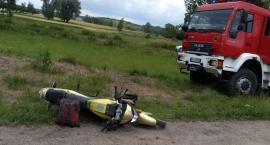 Zderzenie osobówki z motorowerem pod Ciechanowem [zdjęcia]