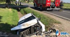 Samochód uderzył w betonowy przepust. Jedna osoba ranna [zdjęcia]