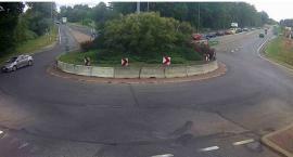Trzy samochody zderzyły się przy rondzie
