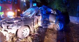 Wypadek na 17 Stycznia: Rozbite auto było kradzione. W środku dwóch nastolatków