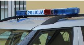 Uderzył autem w przystanek autobusowy w Ciechanowie i uciekł
