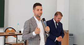 Jacek Ozdoba z poparciem Patryka Jakiego - spotkanie w Ciechanowie [wideo]