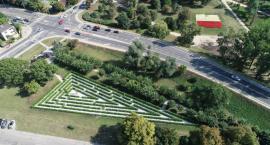 Zielony labirynt dorósł do odwiedzin mieszkańców