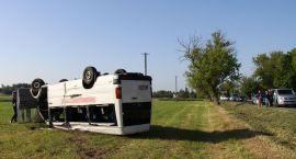Wypadek busa pod Strzegowem. Dziewięć osób zostało rannych