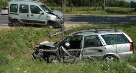 Uderzył Oplem w dwa samochody. Trzy osoby zostały ranne, w tym dziecko