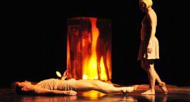 Emocje rysowane ruchem ciał – Warszawski Teatr Tańca na ciechanowskiej scenie.