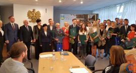 Najlepsi maturzyści i uczniowie z powiatu ciechanowskiego otrzymali nagrody [zdjęcia]