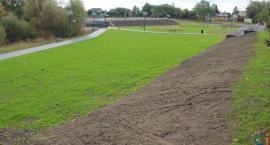 Nowy park w Ciechanowie prawie gotowy. Trwają ostatnie prace [wideo/zdjęcia]