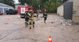 Alarm pożarowy i działanie straży w ciechanowskich koszarach [zdjęcia]