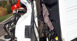 Dostawczak uderzył w Toyotę na krajówce