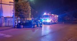 Pijany kierowca uderzył w latarnię na ul. Augustiańskiej [zdjęcia]