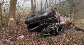 Dachowało Audi. Kierowca oddalił się z miejsca zdarzenia [zdjęcia]