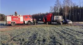Z ostatniej chwili: Zderzenie ciężarówki z osobówką pod Ciechanowem [zdjęcia]