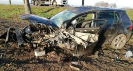 Dachował Volkswagen. Młody kierowca zasnął za kierownicą?