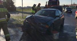 BMW uderzyło w latarnię na ul. Batalionów Chłopskich