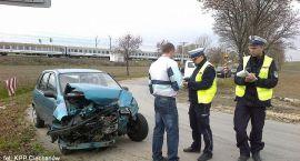 Dwa auta zderzyły się na zjeździe z wiaduktu w Pawłowie (zdjęcia)
