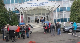 Strażacy ewakuowali pracowników Starostwa Powiatowego w Ciechanowie (zdjęcia)