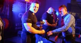 Wyciskacze walczyli w Galerii Fitness. Niespodziewana porażka Szymona Kołeckiego (wideo/zdjęcia)