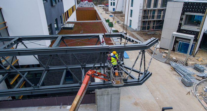 Inwestycje, budowie szpitala Bielanach montaż ostatniej wielkiej konstrukcji [FOTO] - zdjęcie, fotografia