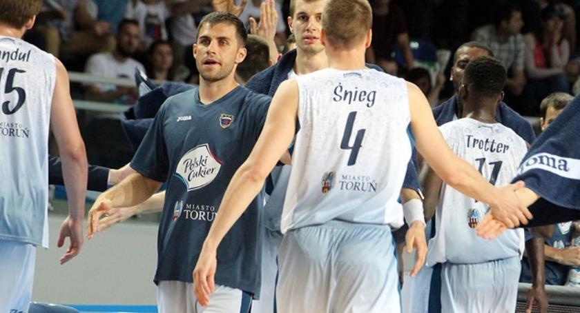Koszykówka, mecz! Twarde Pierniki walczyły końca - zdjęcie, fotografia