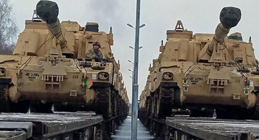 Wiadomości, Torunia jedzie sprzęt armii chodzi - zdjęcie, fotografia