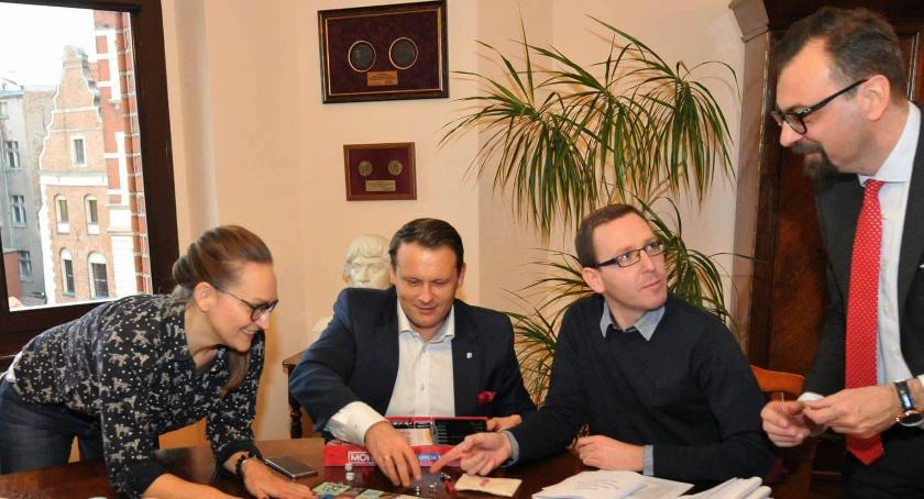 Rada Miasta, Toruńscy politycy świecą przykładem bawili Urzędzie Miasta [FOTO] - zdjęcie, fotografia