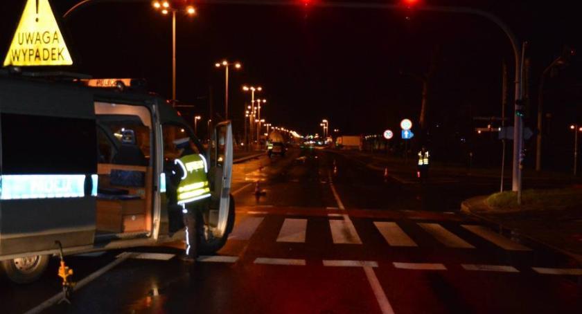 Wypadki, Wypadek Szosie Lubickiej taksówkarz ścigał odpowiedź! - zdjęcie, fotografia