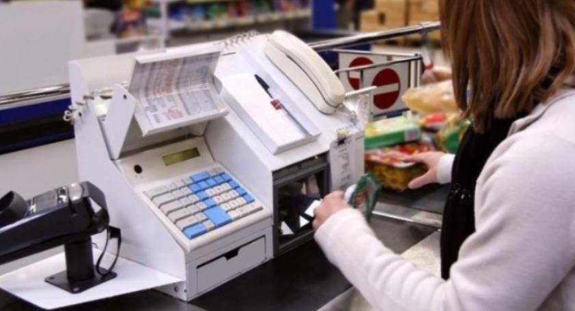 Wiadomości, zarabiają pracownicy supermarketów podwyżkach - zdjęcie, fotografia