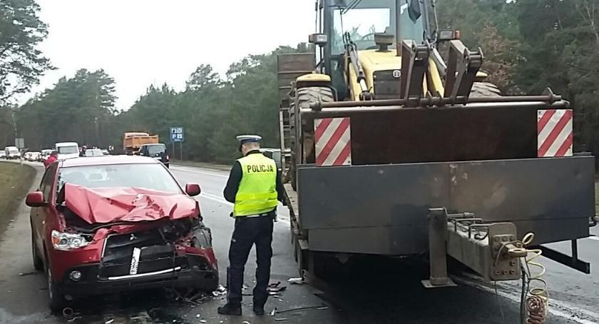 Wypadki, ciężarówki odczepiła laweta koparką! [FOTO] - zdjęcie, fotografia