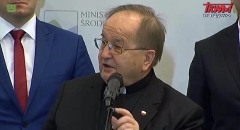 Religia, wzięło lupę Tadeusza Rydzyka Znamy wyniki śledztwa - zdjęcie, fotografia