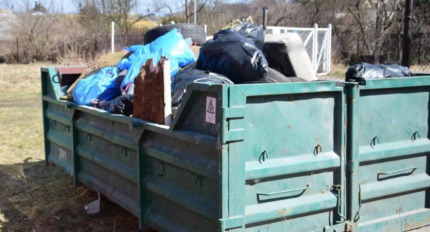 Ciekawostki, Góra śmieci sprzątaniu Doliny Drwęcy znaleźli uczestnicy akcji [FOTO] - zdjęcie, fotografia