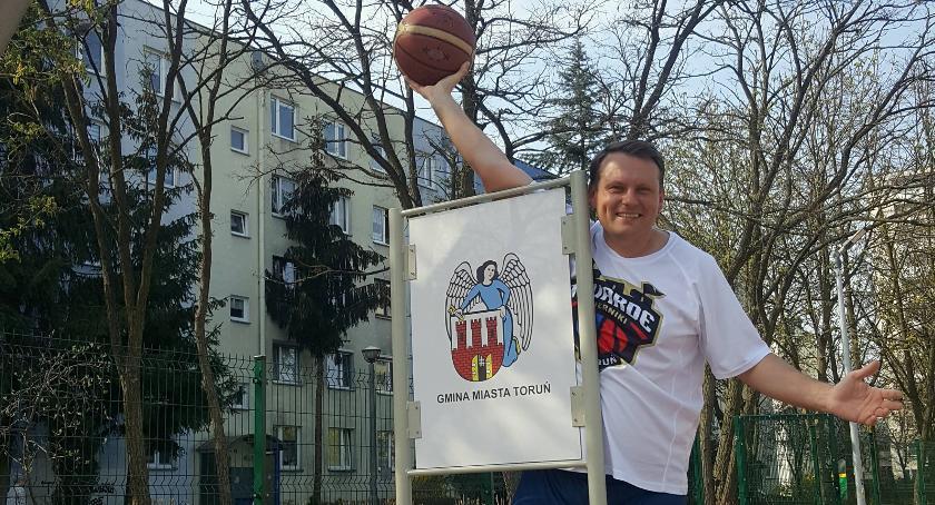 Ciekawostki, Toruniu powstało oryginalne miejsce koszykówkę [FOTO] - zdjęcie, fotografia